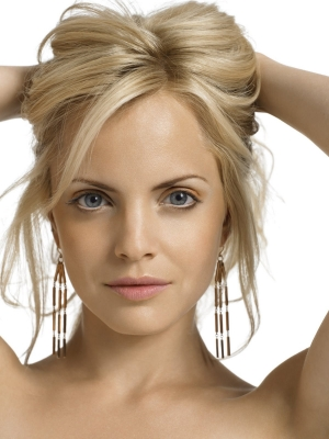 mena-suvari-oval-face-shape1