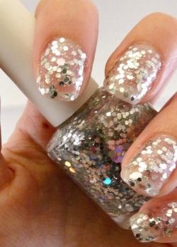 glitter-encrusted-wedding-day-nails-original