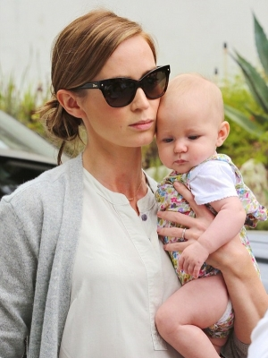 emily-blunt-with-baby
