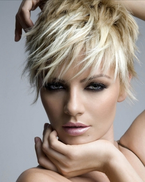 short-messy-hair-cut-ladies-blonde-style-colour-trendy
