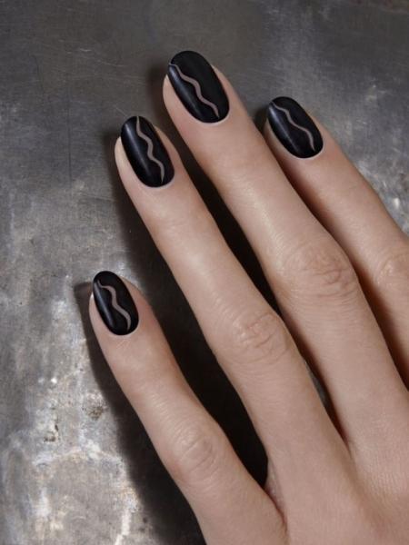 negative-space-nail-art